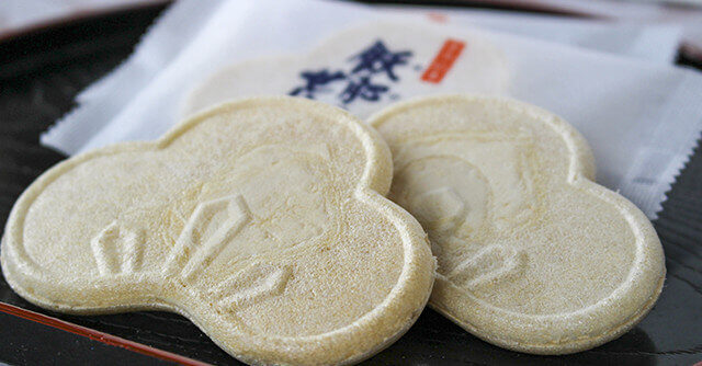 An Obi specialty baked rice crackers
